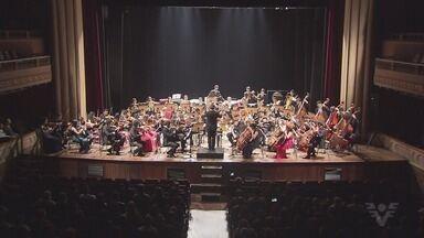 Orquestra de Heliópolis toca no Teatro Coliseu - Apresentação aconteceu no domingo (2), e fez parte do projeto Tocando Santos.