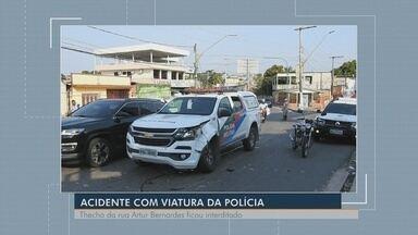 Policial fica ferido após acidente com viatura em Manaus - Acidente ocorreu no bairro São Jorge.