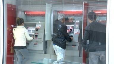 Moradores do Oeste Paulista reclamam de sinal de telefonia - Atendimento de algumas agências bancárias foi comprometido.