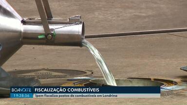 Bombas em posto de combustíveis de Londrina são lacradas pelo IPEM - Fiscais detectaram que as bombas forneciam menos combustível do que o indicado para o consumidor.