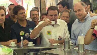 Eduardo Paes (DEM) faz campanha na Taquara, no RJ - Assista a seguir.