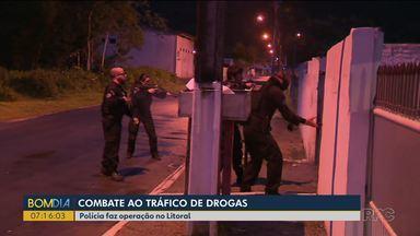 Polícia faz operação contra o tráfico de drogas no litoral - A equipe da RPC acompanhou a operação.