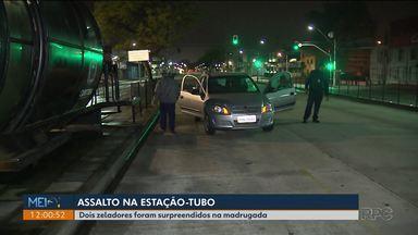 Zeladores são roubados durante limpeza em estação-tubo - Os bandidos levaram mas abandonaram a bicicleta pelo caminho.