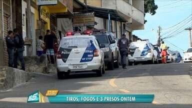 Morros de Vitória têm dia de tiros, fogos e operação com três presos - Mesmo com a presença da polícia os traficantes continuaram com o foguetório.
