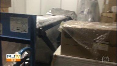 Rio Imagem tem ressonância e Pet Scan novos em caixas enquanto pacientes precisam de exame - Equipamentos foram comprados em 2014 e nunca foram usados porque falta obra pra instalação.