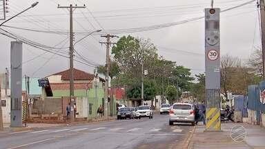 Radares e lombadas eletrônicas devem voltar a funcionar no próximo mês - Prefeitura de Campo Grande deve assinar até fim de semana contrato com a empresa que vendeu a licitação do serviço.
