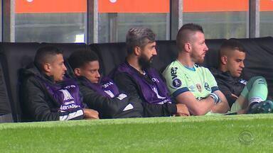 Com desfalques, Grêmio enfrenta o Santos fora de casa na quinta-feira (6) - Assista ao vídeo.
