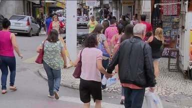 Mulheres são maioria nas urnas de Cachoeiro de Itapemirim, ES - Mais da metade dos eleitores de Cachoeiro tem ensinos fundamental e médio incompletos.