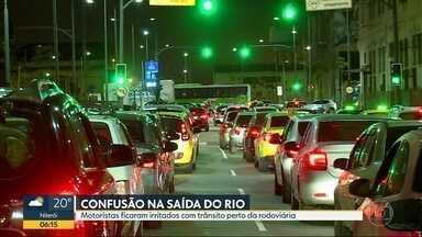 Motoristas irritados com confusão na rodoviária - Noite da véspera do feriado de 7/9 foi movimentada nos arredores da Novo Rio.