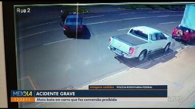 Moto bate em carro que fez conversão proibida - Acidente foi em Maringá.