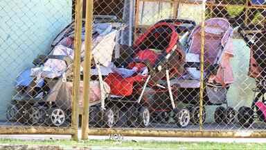 Professoras são presas suspeitas de agredirem crianças em Astorga - MP apresentou denúncia contra elas, e Justiça determinou a prisão. Pais fizeram manifestação em frente à prefeitura nesta quinta (6).