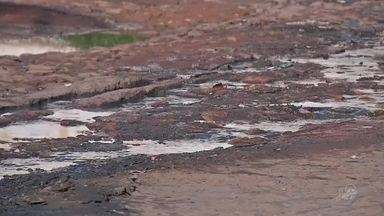 Bairro do Juazeiro do Norte necessita de rede de esgoto - Moradores sofrem com o mau cheiro.