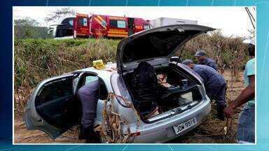 Cinco pessoas morrem e seis ficam feridas em dois acidentes na BR-381 - No acidente mais grave, dois carros bateram de frente.