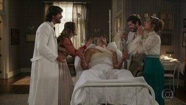 Rômulo libera Darcy a voltar para casa - Elisabeta, Camilo e Charlotte explodem de felicidade