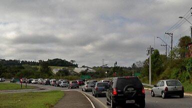 Na saída para o feriado da Independência, Mogi-Bertioga ficou lotada - Congestionamento de mais de 30 quilômetros exigiu paciência do motorista.