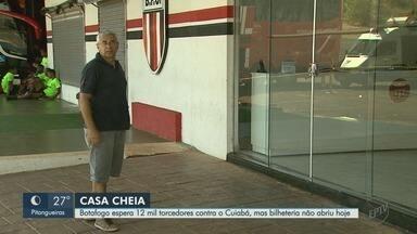 Botafogo-SP quer casa cheia contra o Cuiabá, mas não vende ingressos no feriado - Diretoria do clube pediu desculpas aos torcedores que encontraram bilheteria fechada nesta sexta-feira (7).