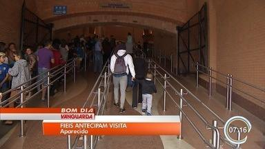 Fiéis aproveitam feriado para antecipar visita ao Santuário Nacional - Romeiros aproveitam movimento mais tranquilo antes do 12 de outubro.