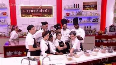 Flavia Quaresma dá aula sobre feijões e prepara receitas no 'Super Chef' - A chef apresentou diversos tipos de feijão e deu dicas importantes para o preparo