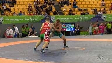 Mais de 140 lutadores participam de torneio de wrestling em Goiânia - Competição universitária reuniu atletas de 12 países