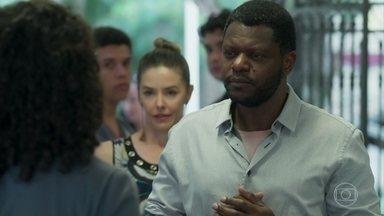 Marcelo pede que Michael troque de roupa - Dandara enfrenta o pai e o acusa de ser um tirano