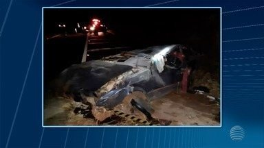Homem morre após carro bater em barranco de rodovia - Acidente foi na altura de Paulicéia.