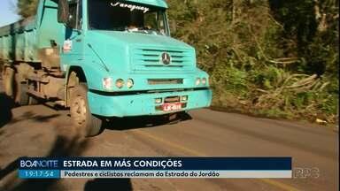 Moradores reclamam da situação de estrada que leva ao Parque do Jordão, em Guarapuava - Buracos na pista, falta de sinalização e a segurança dos pedestres e ciclistas estão entre as reclamações dos moradores.