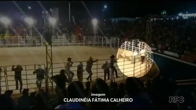 Primeira-dama é atingida por touro durante a abertura do rodeio de Mamborê - Ela foi socorrida mas não sofreu fraturas.