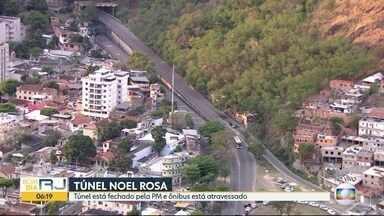 Operação no Morro dos Macacos interdita túnel Noel Rosa, zona norte do Rio - Por causa da operação policial na comunidade, agentes interditaram os acessos ao túnel nos dois sentidos.