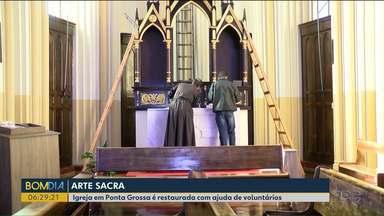 Igreja é restaurada com ajuda de voluntários, em Ponta Grossa - A Igreja é uma das mais antigas e representativas da cidade.
