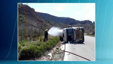 Trecho da BR-381, próximo a Antônio Dias, é liberado - Rodovia ficou interditada após um tombamento de uma carreta.