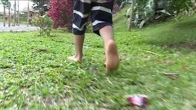 Por que andar descalço faz bem para os pés das crianças - Isso ajuda a desenvolver a musculatura e a formar o arco plantar.