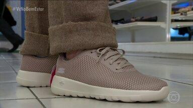 Sapato tem que se adequar ao pé - Comprar um sapato não é tarefa fácil. O dedo do pé tem que chegar a frente, mas não pode apertar. É preciso ter segurança lateral e segurança na pisada.