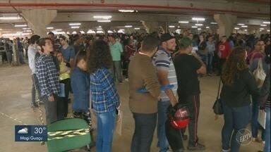 Abertura de 219 vagas de emprego atrai fila gigante em novo supermercado de Americana - Rede oferece 219 vagas de emprego nesta quinta-feira (13) em unidade que ainda não foi inaugurada.