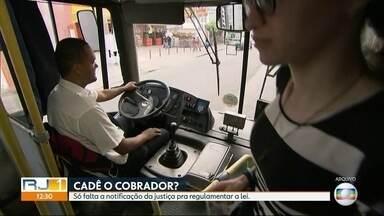 A Justiça manteve a lei que acaba com a dupla função do motorista de ônibus - A decisão da justiça saí no dia 17 de agosto. Mas até agora a prefeitura e o Consórcio Rio Ônibus não foram notificados.