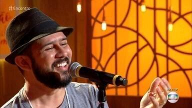 Bráulio Bessa fala sobre respeito, igualdade e amor - Poeta emociona plateia e convidados