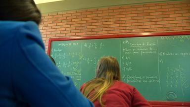 Falta de professores prejudica alunos da rede municipal de Porto Alegre - Alguns estudantes têm tido aula de determinadas disciplinas com professores de outras.