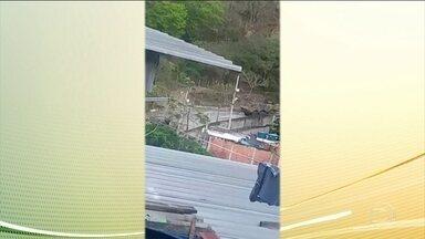 Militar e adolescente ficam feridos durante operação das Forças Armadas no Rio - Mil e oitocentos militares das Forças Armadas e 50 policiais militares participaram da operação que acontece nos complexo do Alemão e da Maré, e na Favela do Jacarezinho.