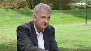 O historiador Timothy Snyder fala sobre ameaças à Democracia