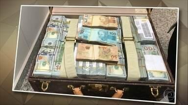 Vice-presidente da Guiné Equatorial deixa o Brasil após confusão com a Receita - Teodoro Nguema Obiang chegou na sexta (14). Em duas de suas bagagens foram encontrados US$ 1,4 mil, R$ 55 mil e 21 relógios avaliados em US$ 15 milhões.