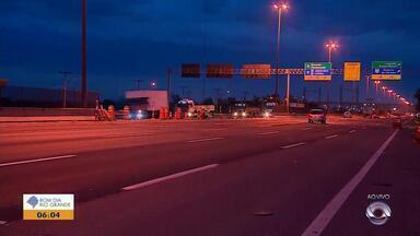 Obras em vias de Porto Alegre causam bloqueios no trânsito - Assista ao vídeo.