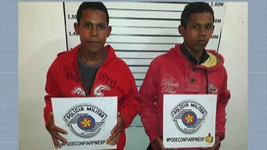 Irmãos gêmeos são presos suspeitos de assalto - Crime foi no sábado em Itaquaquecetuba.