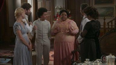 Tenória chega com Estilingue na casa de Julieta - A família se alegra por estar toda reunida