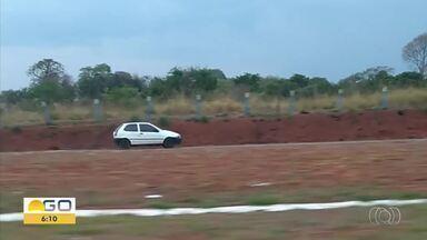 Vídeo mostra carro trafegando na contramão na GO-070 - Veja cena de imprudência.