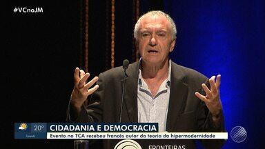 Evento no TCA recebeu francês autor da teoria da hipermodernidade - Gilles Lipovetsky falou sobre cidadania, política e o valor da democracia na sociedade contemporânea.