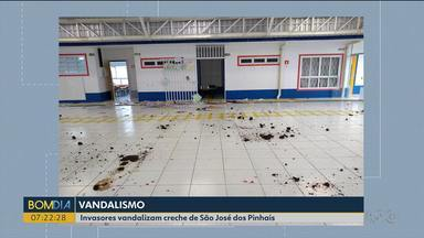 Invasores vandalizam creche em São José dos Pinhais - Os vândalos ainda desativaram o alarma da escola.