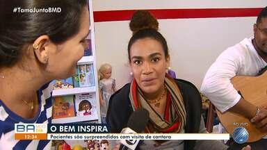 Mariene de Castro faz show solidário para pacientes do Martagão Gesteira, em Salvador - As crianças foram surpreendidas com a visita da cantora nesta terça-feira (18).