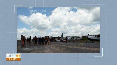 Aviões e servidores continuam em terra indígena Yanomami em Roraima - Indígenas mantêm as aeronaves e servidores no local em protesto contra a morte de duas crianças indígenas e também cobram a saída do coordenador do Dsei-y.