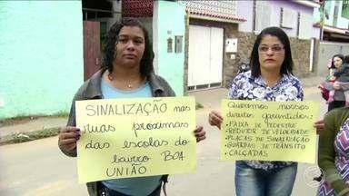 Pais cobram sinalização em rua próximo à escola municipal em Três Rios, RJ - Há duas semanas uma estudante foi atropelada no trecho onde fica o colégio.