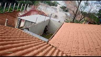 Prédio desaba em Cidade do Leste, no Paraguai - O local havia sido esvaziado na segunda-feira e ninguém ficou ferido.