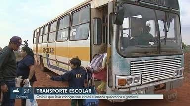 Alunos da zona rural de Guatapará, SP, enfrentam 32 km até escola em ônibus precários - Veículos da década de 1990 têm bancos quebrados e goteiras. Estudantes precisam levar lençóis para chegar limpos às escolas. Prefeitura diz que prevê troca da frota no ano que vem.